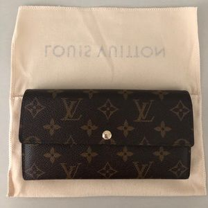 Louis Vuitton Authentic Sarah Wallet
